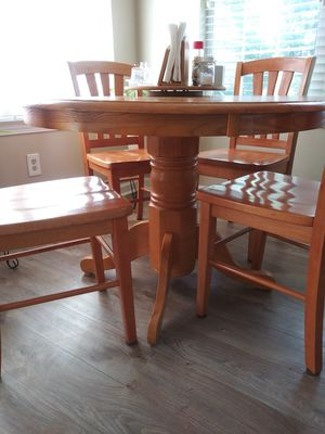 Wood round kitchen table 4 chairs for Sale in Jonesboro, GA