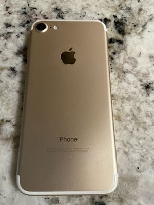 Gold iPhone 7 UNLOCKED 32 GB for Sale in Phoenix, AZ