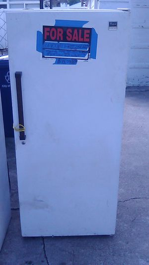 UPRIGHT FREEZER WHIRLPOOL for Sale in Columbus, OH