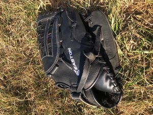 Easton Mako 12 1/2 pattern baseball/softball glove for Sale in Thomasville, NC