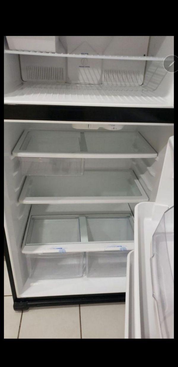 Kenmore 61209 21 cu. ft. Top-Freezer Refrigerator - Black (15)