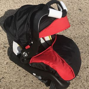 Baby Trend Infant Car Seat With Base for Sale in Philadelphia, PA