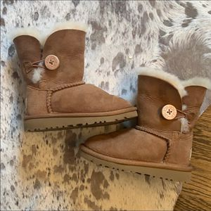 Ugg winter boots for toddler size 8 for Sale in Arlington Heights, IL