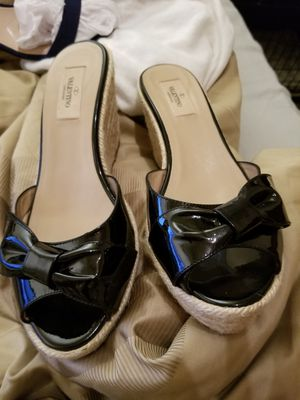 Authentic Valentino Garavani Black Patent Bow Leather Peep Toe Espadrille Wedge Sandals. EU 40/ US 9.5 to 10 for Sale in Seattle, WA