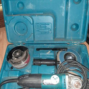 "Makita 4 1/2"" Angle Grinder W/ Case for Sale in Cleveland, GA"