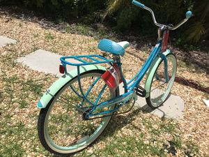 Schwinn cruiser bicycle (brand new) paid 130.00 steal of a deal .. beautiful color and just in time for fall bike riding for Sale in Biscayne Park, FL