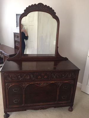 Antique Thomasville queen bed frame, dresser with mirror, and vanity with mirror and chair, and gentleman's bench. for Sale in Chapin, SC