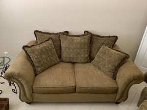Couch and matching love seat for Sale in Boynton Beach, FL