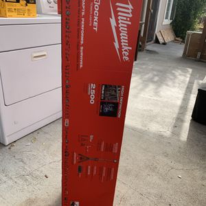 Milwaukee M18 DUAL POWER TOWER LIGHT for Sale in Milpitas, CA