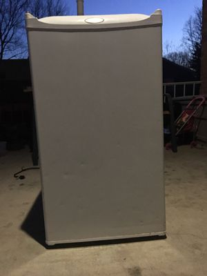 Mini Fridge Whirlpool for Sale in Gaithersburg, MD
