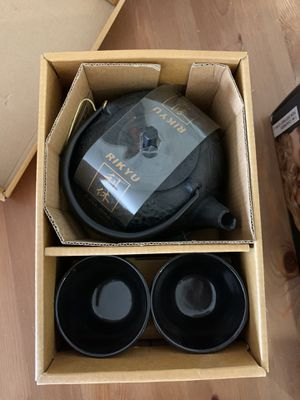 Brand New RIKYU RKTS508BK Cast Iron Tea Pot Tea Set Pine Copper, 24 Ounce, Black! for Sale in Los Angeles, CA