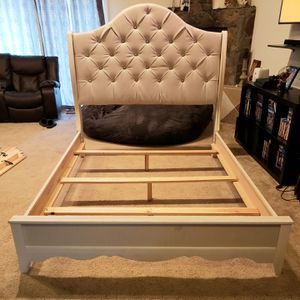 Beautiful Padded and Jeweled Fancy Feminine Complete Queen Bed Frame - Delivery ok! for Sale in Bellflower, CA