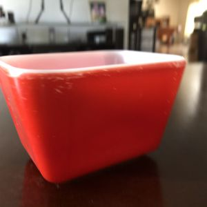 Vintage Red Pyrex Refrigerator Dish for Sale in Poway, CA