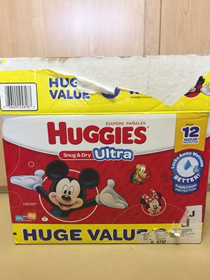 Huggies size 5 (135 diapers) open box for Sale in Glendale, AZ