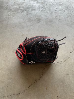 """Wilson 11"""" fast pitch softball glove for Sale in Puyallup, WA"""
