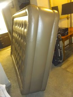 GETTING EVThis Brand New, Never Used Self Inflatable and Self Deflatable King Size Air Mattress has The Never Flat Sleep Adustment Built In Technology for Sale in Phoenix,  AZ
