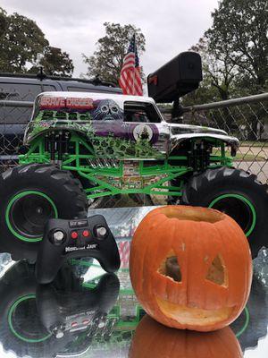 Gigantic GraveDigger RC Car for Sale in Fort Smith, AR