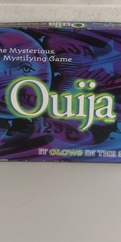 GAME Ouija Board Glow In The Dark Mysterious Mystifying 1998 Parker Bros Psychic for Sale in Gaithersburg,  MD