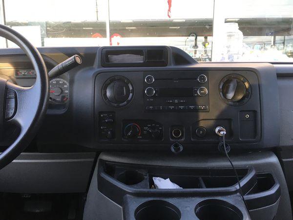2014 ford econoline 15 passenger van