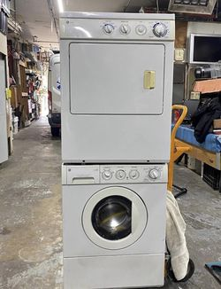 G&E stackable washer and dryer for Sale in Federal Way,  WA