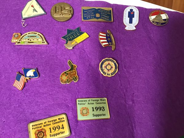LOT OF VINTAGE PINS WFW/ LONGABERGER/STATE CONVENTION/VETERANS OF FOREIGN WARS