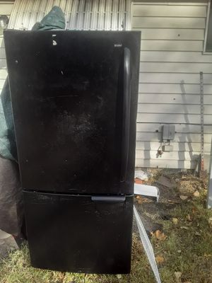 Black refrigerator $100 obo for Sale in Wichita, KS