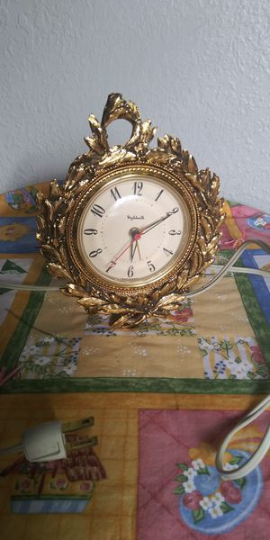 Style built vintage electric clock for Sale in Tacoma, WA