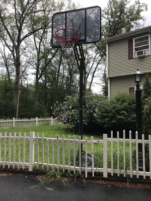 Basketball hoop for Sale in Marlborough, MA