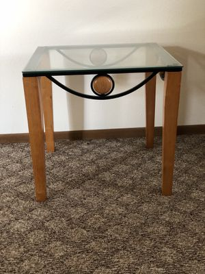 Glass End Table for Sale in Bismarck, ND