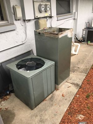 AC unit with components for Sale in Tarpon Springs, FL