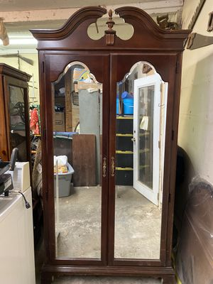 American Drew beveled mirror wardrobe for Sale in Duncan, SC