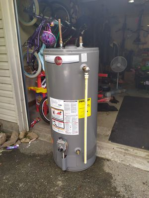 Rheem hot water heater - gas, 40 gallon for Sale in Columbus, OH