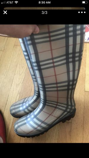 Burberry boots size41 for Sale in Lombard, IL