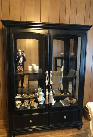 Curio China cabinet for Sale in Kinston, NC