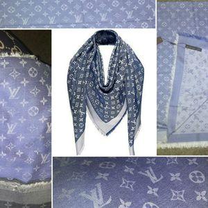 """Louis Vuitton 56"""" × 56"""" Big Square Scarf for Sale in Orlando, FL"""