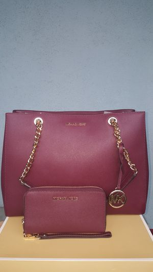 New Authentic Michael Kors Large Burgandy Tote With A Matching Wallet 🎁🎅🎁 for Sale in Montebello, CA