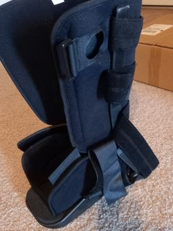 Medium Size Medical Boot for Sale in Goodyear,  AZ