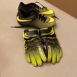 Nike Soccer Cleats Shoes Kids Sz 2Y Black And Green Youth And Goalie Gloves for Sale in Elk Grove,  CA