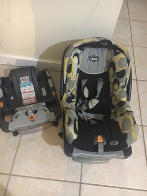 Infant car seat with extra base for Sale in Germantown, MD