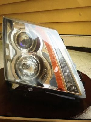 08-13 Cadillac CTS OEM headlight RH RIGHT for Sale in Peabody, MA
