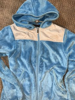 In New Conditon Kids Extra Small Northface Jacket/ Hooded Sweater Fit Kids 5-7 Years Old for Sale in Kent,  WA