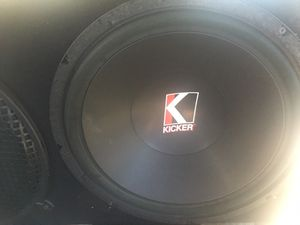 2 kicker speakers 15 and amp for Sale in Concord, CA