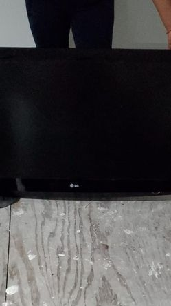 40 And 32 Inch Flat Screen Televisions for Sale in The Bronx,  NY