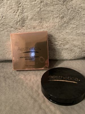 Make Up ( Bronzer ) for Sale in Brooklyn, OH