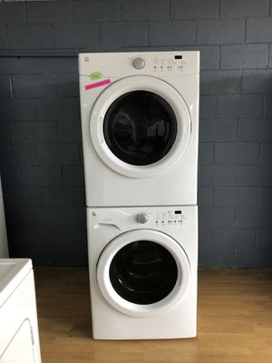 Kenmore white stackable washer and dryer set for Sale in Woodbridge, VA