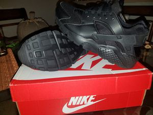 Nike Huaraches womans size 7 brand new . All black never been worn. for Sale in West Palm Beach, FL