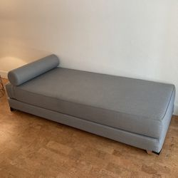 West Elm Daybed / Queen Pull Out Bed for Sale in Long Beach,  CA