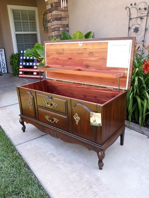 """VINTAGE """"LANE FURNITURE"""" QUEEN ANNE STYLE CEDAR HOPE CHEST (44""""W × 18""""D × 23.5""""H) for Sale in Corona, CA"""