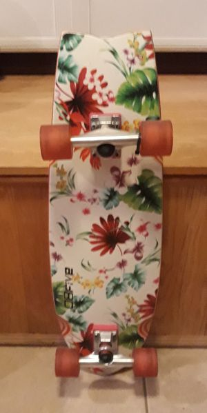 OBFive 31 inch Skateboard with beautiful flower design and pink wheels. Brand new for Sale in Port St. Lucie, FL