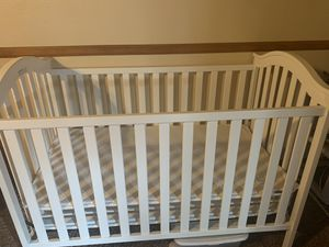 Baby crib for Sale in Bell Gardens, CA
